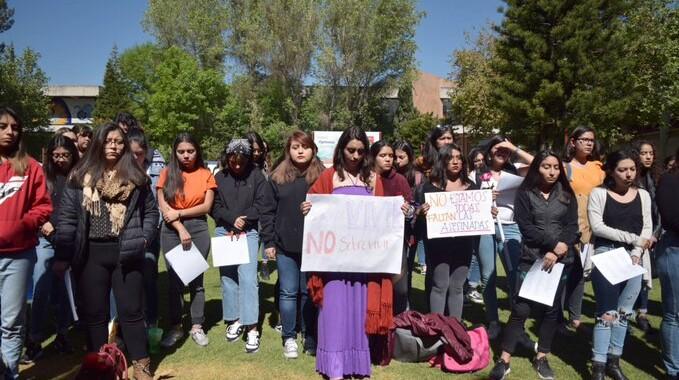 """""""Ni una menos"""", exigen estudiantes poblanas"""