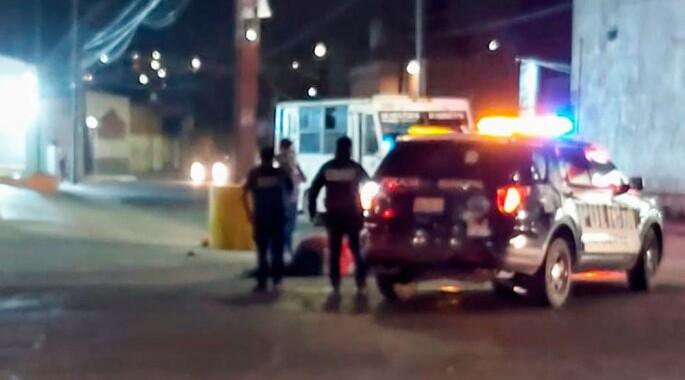 Repartidor de farmacia resulta lesionado al ser arrollado por patrulla