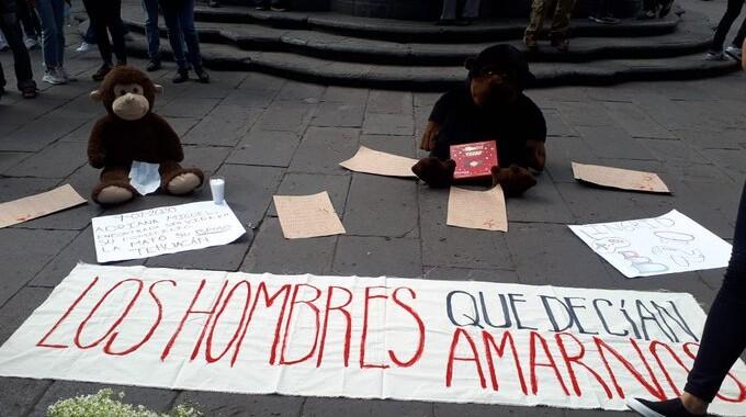 Colocan ofrenda para recordar a Ingrid en el Zócalo de Puebla
