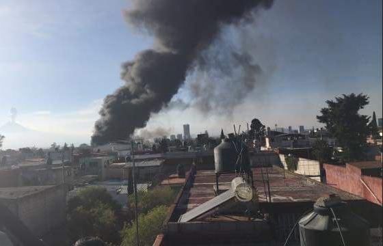 Se registra incendio en fábrica de materiales industriales