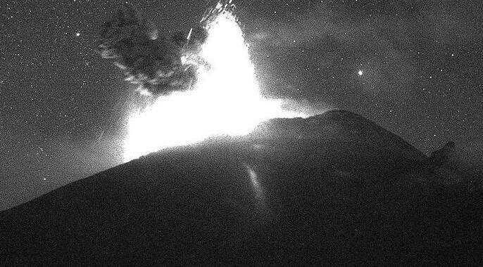Explosión nocturna en Popocatépetl