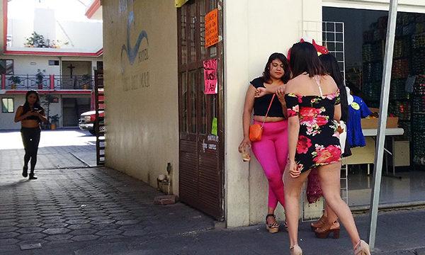 """Sexoservidoras piden detener extorsiones de """"La Vicky"""""""