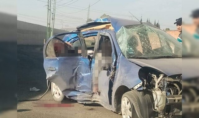 Reportan destrozo de vehículo por volcadura en lateral de la Recta a Cholula