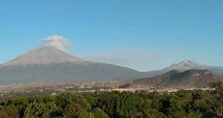 Arroja Popocatépetl 147 exhalaciones y emite dos explosiones