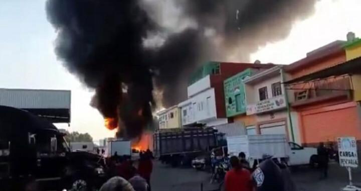 Se registra incendio en la Central de Abasto de Huixcolotla