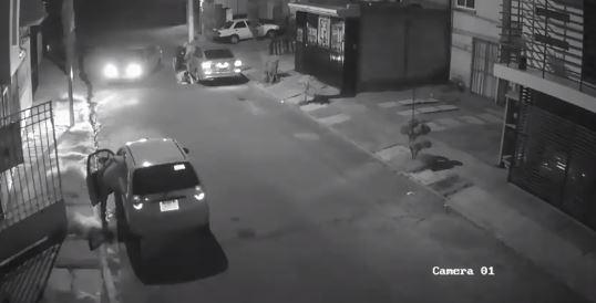 Con arma en mano roban auto en fraccionamiento de Amalucan
