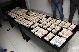 Detienen a dos hombres que transportaban más de 3 millones de pesos en efectivo