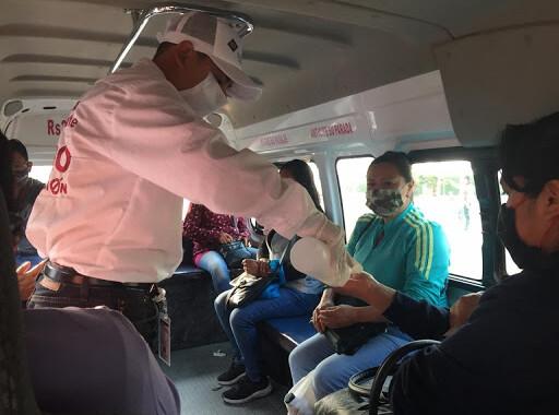 Entrega SMT mil cubrebocas a usuarios del transporte público