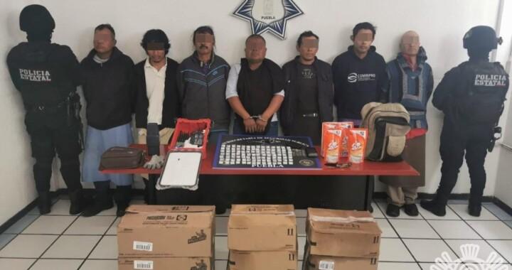 Policía Estatal recupera camión con mercancía y detiene a siete personas