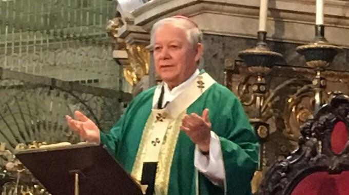 Aplaude arzobispo a médicos por seguir salvando vidas