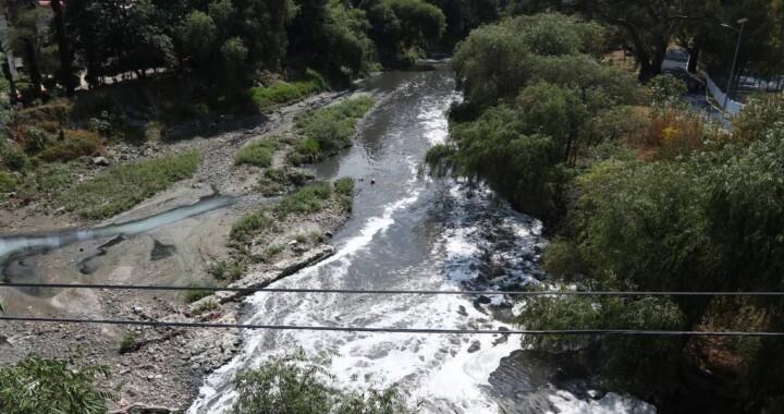 Empresas contaminantes del Atoyac serán clausuradas aunque no lo apoyen: Barbosa