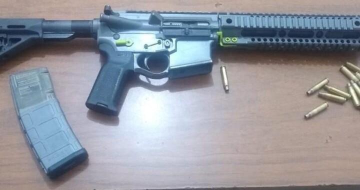 Detienen a tres hombres por portación ilegal de arma de fuego