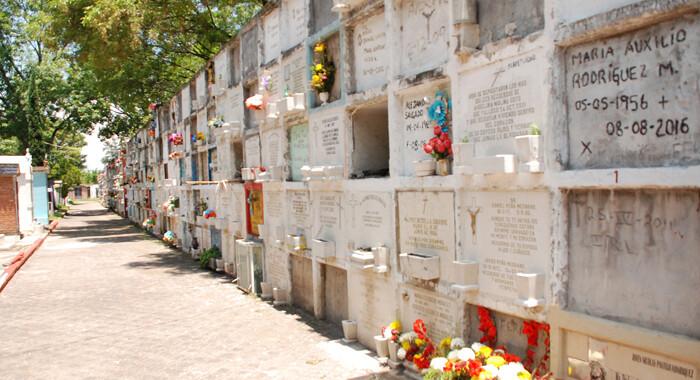Panteón Municipal brinda  servicio gratuito de entierro y cremaciones