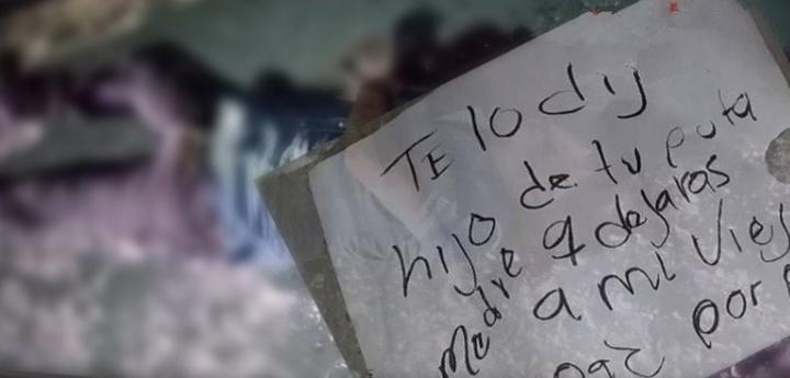 """Asesinan a hombre en Tlacotepec de Juárez; le dejan cartulina con mensaje: """"Por perro"""""""