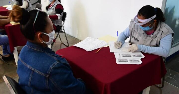 SEGOM realiza la entrega de apoyos a comerciantes y artesanos de mercados temporales