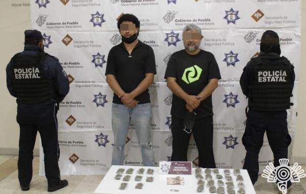 Capturan a dos falsificadores de documentos en Santiago Momoxpan