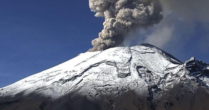 Popocatépetl lanza exhalaciones de vapor de agua, gases y cenizas