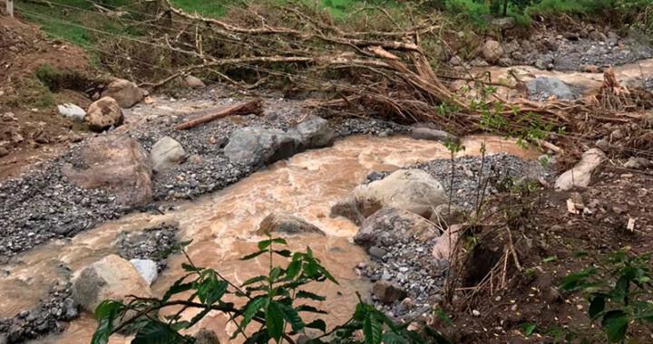 Entrega SEDIF paquetes alimentarios a damnificados por lluvias en Tepatlán y Amixtlán