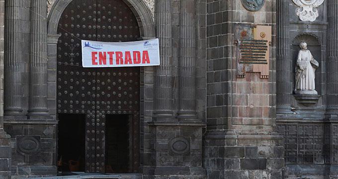 Se oficia última misa a puerta cerrada