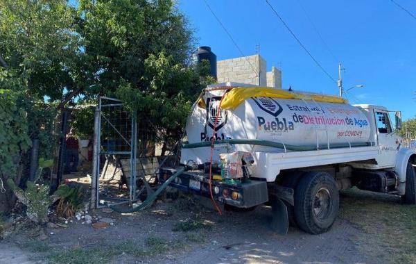 Ayuntamiento distribuye agua a 66 localidades en zonas vulnerables
