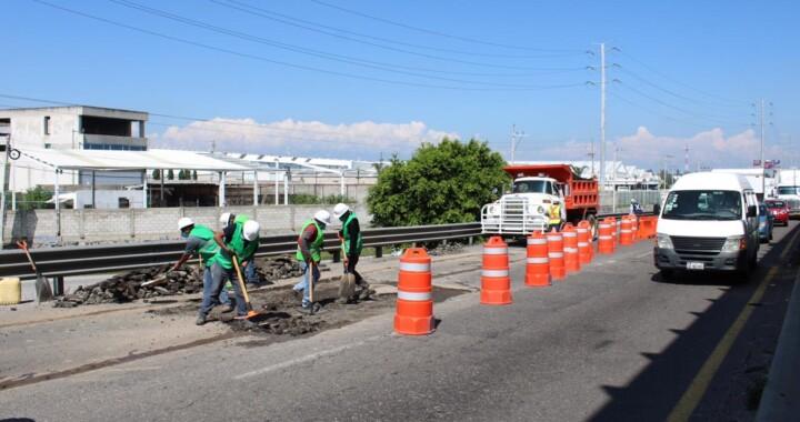Reducción de carril en la México-Puebla por bacheo