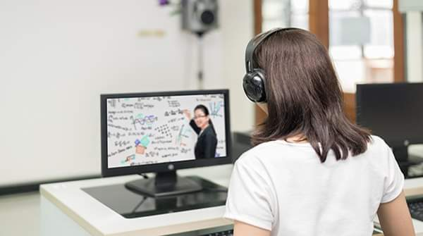 Entregan 800 mil guías de aprendizaje para estudiar a distancia