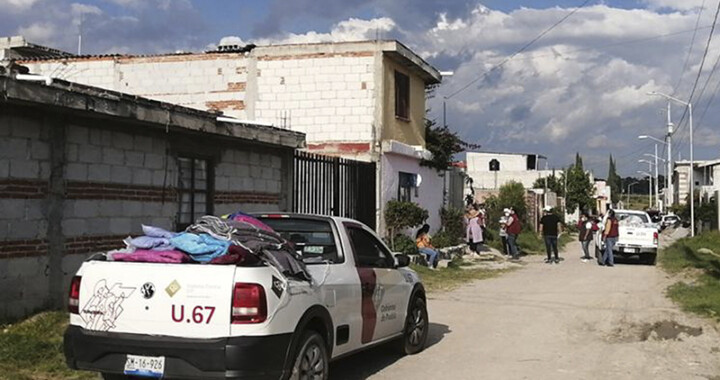 Entrega SEDIF paquetes alimentarios a familias de Flor Batavia afectadas por lluvias
