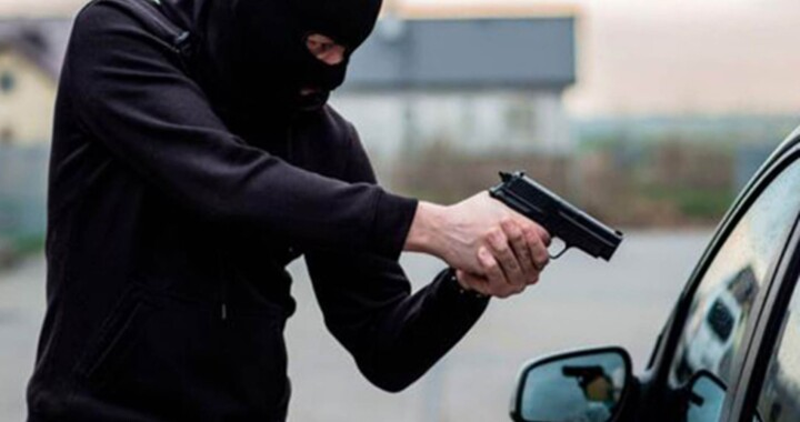 Juez vincula a proceso a sujeto por robo de vehículo agravado