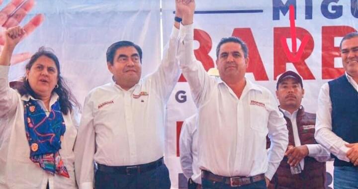 """Aparecen fotos de """"El Moco"""" en campaña de Barbosa"""