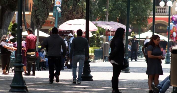 Ambulantes y familias regresan al Zócalo de Puebla