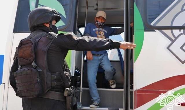 Implementan operativos de revisión en el transporte público