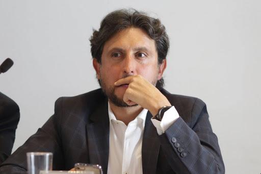 Alfonso Esparza dice que hay una orden de aprehensión contra José Juan Espinosa