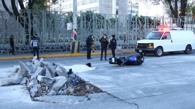 Motociclista pierde la vida al caer en obras de Boulevard 5 de Mayo