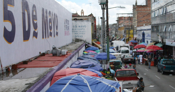 Protestan ambulantes de Fuerza 2000 en apoyo a su líder Federico López