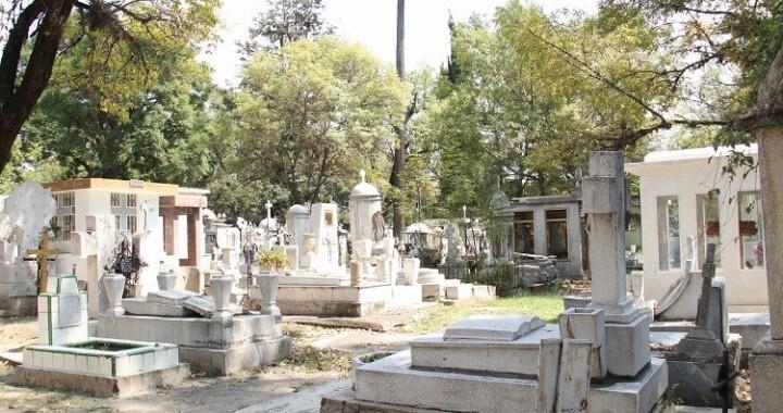 En pleno Día de Muertos, zona del Panteón Municipal está totalmente vacía