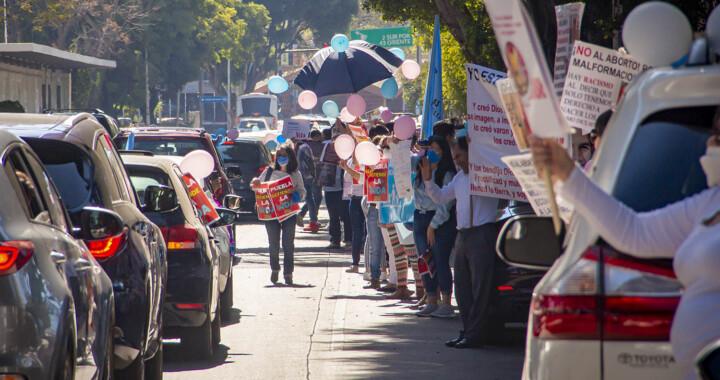 En caravana automovilística protestan contra legalización del aborto