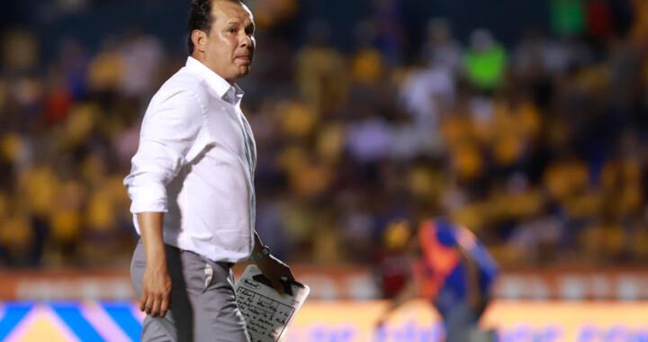 Juan Reynoso abandona la dirección técnica de Puebla
