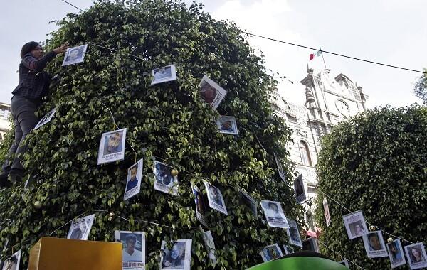 """Colocan """"Árbol de la Esperanza"""" como protesta sobre las personas desaparecidas"""