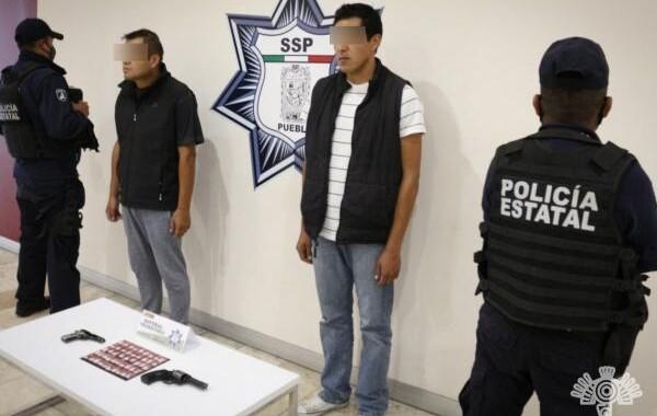 Detienen a dos presuntos vendedores de armas en Amozoc