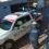 Policías agreden a joven sin aparente motivo; se graba en cámaras de seguridad