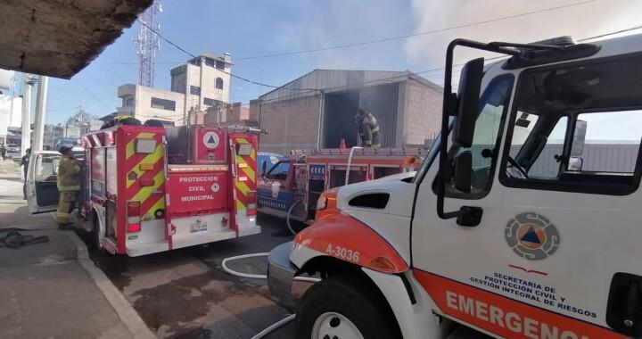 Se registra fuerte incendio en una bodega de algodón