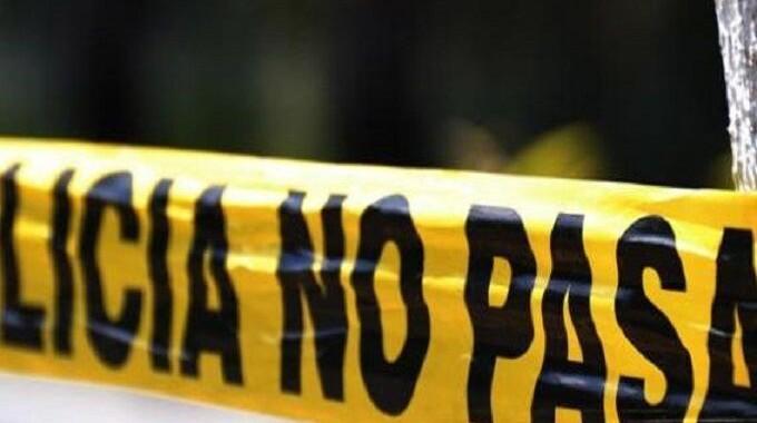 Encuentran cadáver ensangrentado de un indigente, lo apuñalaron en el abdomen