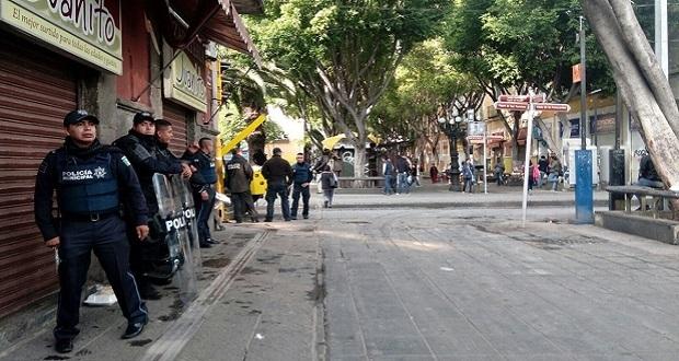 Despliegan operativo contra ambulantes en el Centro Histórico
