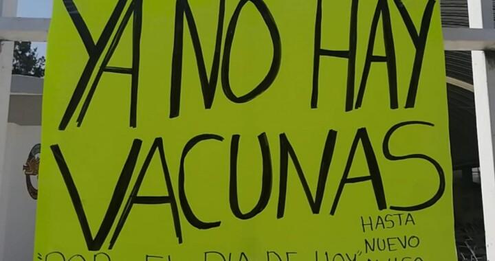Se enfrentan adultos mayores y Guardia Nacional por falta de vacunas en Tlaxcalancingo