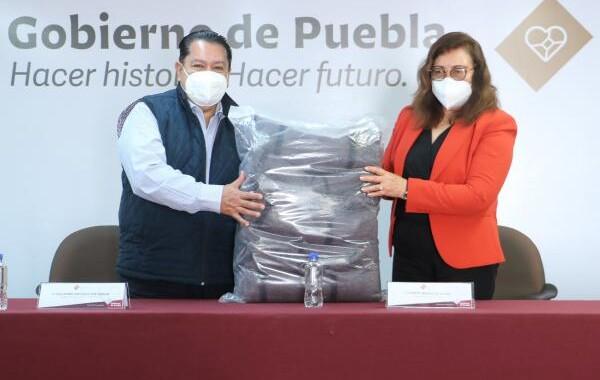 Personal de la Secretaría de Movilidad y Transporte dona cobertores al SEDIF para grupos vulnerables