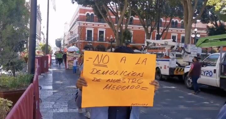 Locatarios del Mercado Amalucan se oponen a demolición del inmueble