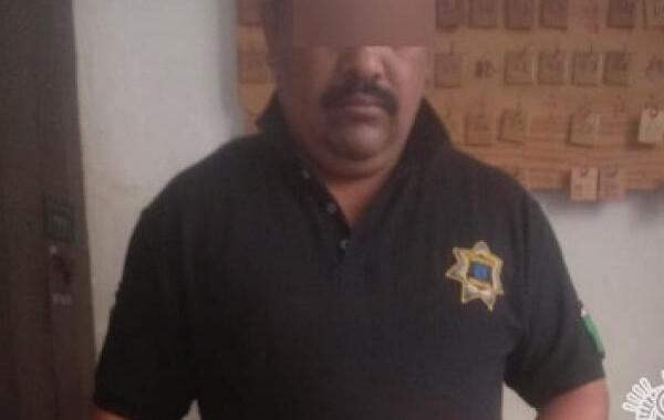 Detienen a policía en posesión de droga en Tehuacán