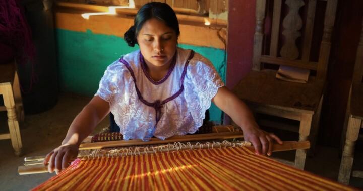 Arranca proyecto educativo regional con artesanas de la Sierra Norte