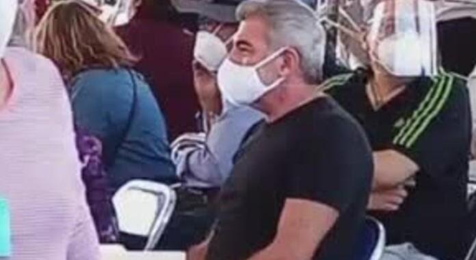 Tony Gali se vacuna contra Covid-19 en San Andrés Cholula