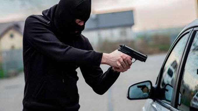 Hombre resulta herido en San Manuel tras salir del banco; le roban 300 mil pesos
